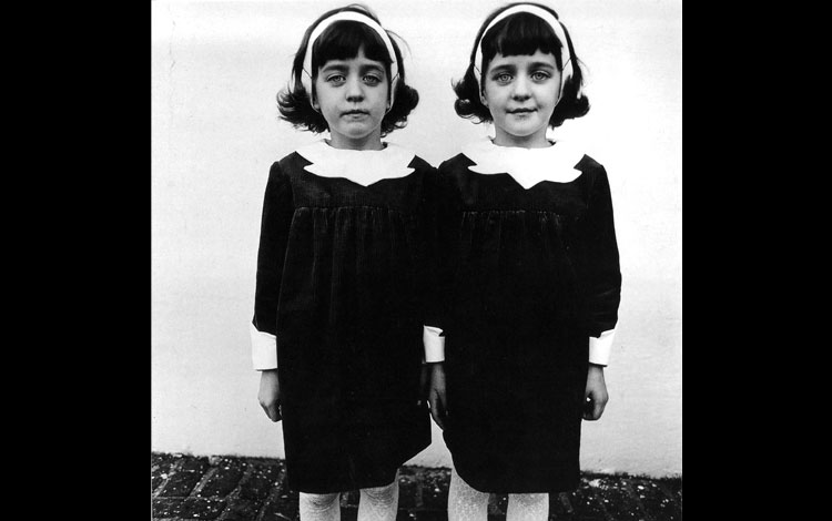IMG-4Diane-Arbus-Identical-Twins-Roselle-New-Jersey-1967