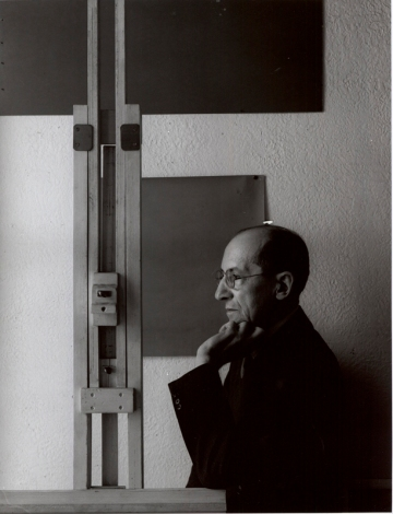 Black and white photograph of Piet Mondrian by Arnold Newman, 1942