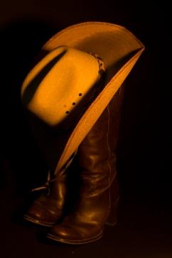 Sloppy - hat-tie in shot