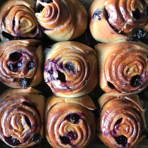 Sticky blueberry miso buns